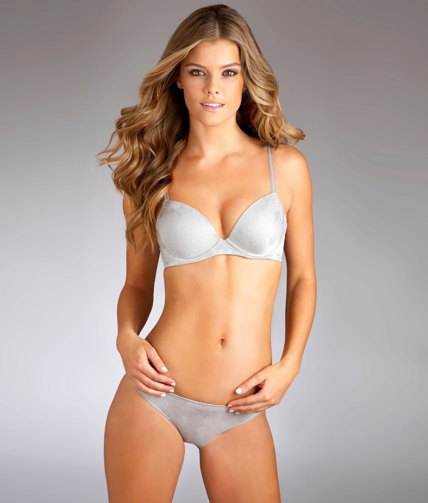 Nina Agdal hot pics in bra and panty