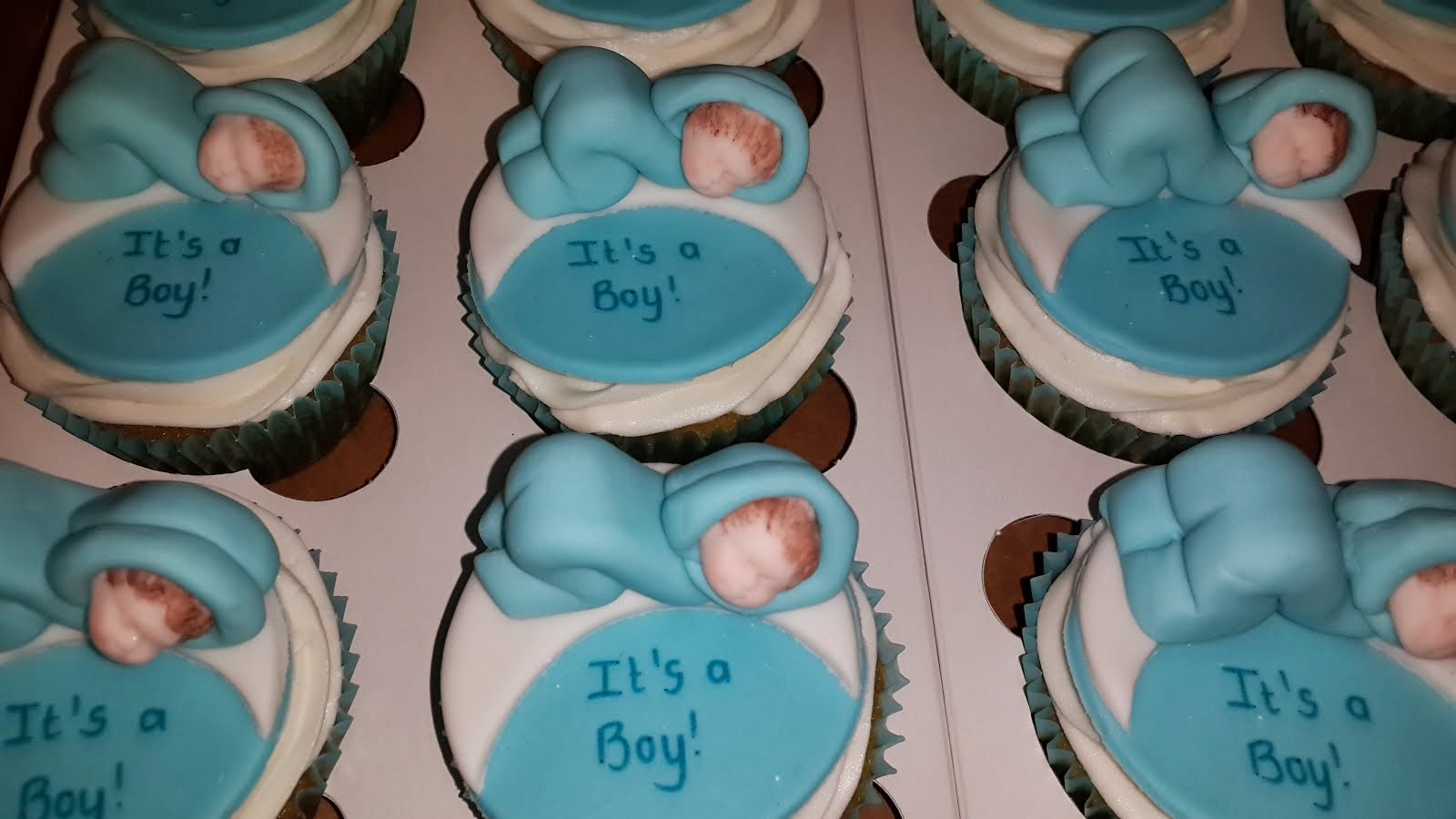 It's a boy - baby cupcakes