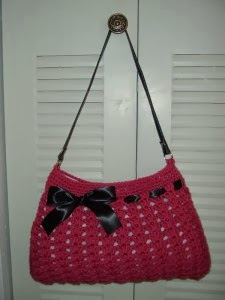 http://kitty-crafter.blogspot.com.es/2013/10/kitty-cal-1-bolso-hobo-inscripciones.html