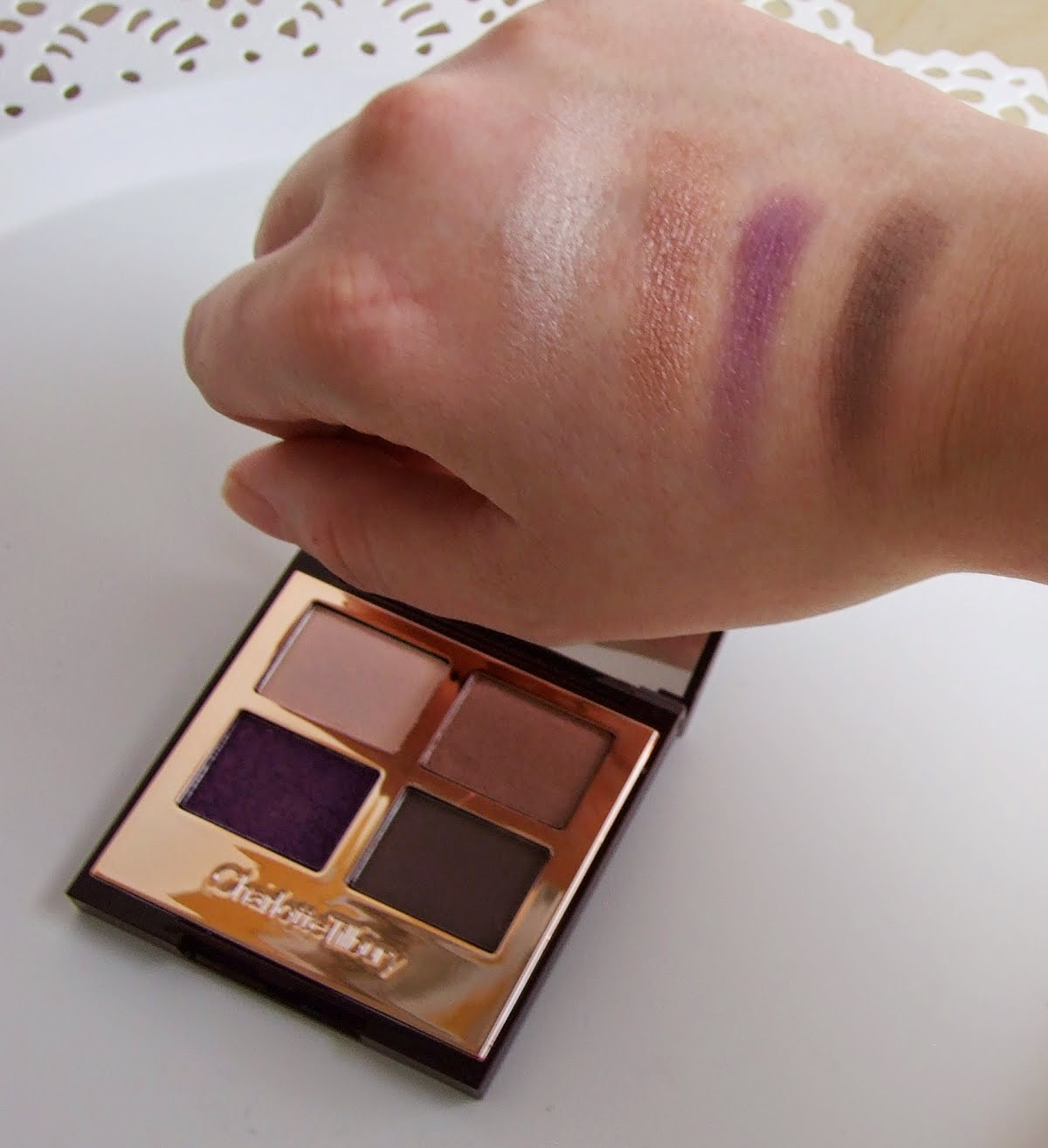 charlotte tilbury eyeshadow the glamour muse quad make-up swatches