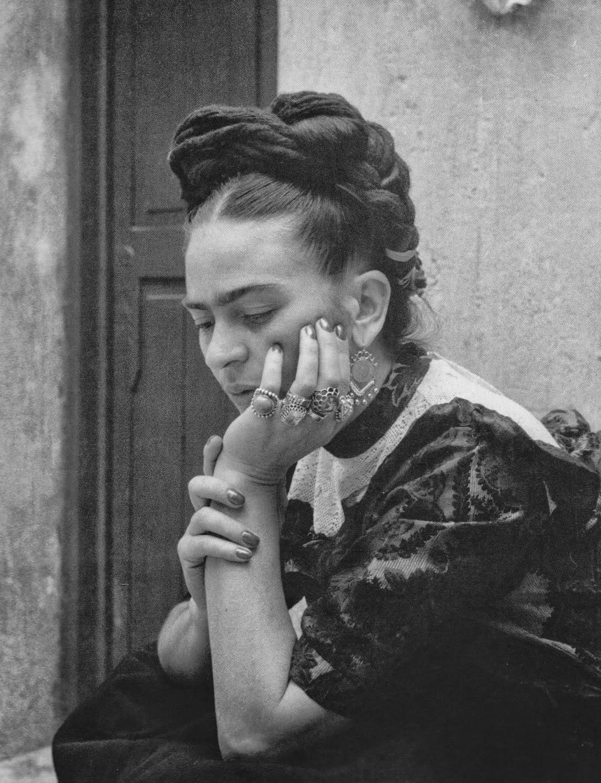 frida kahlo bio Critiques (12), citations (2), extraits de frida : biographie de frida kahlo de hayden herrera `la tristesse se révèle dans tous mes tableaux, car ainsi est ma vie,.