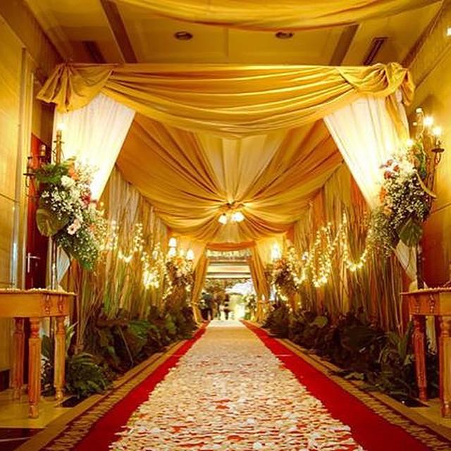 Cara Mendekorasi Lorong Rumah: WEDDING DECORATION: Dekorasi Tenda Lorong Gedung