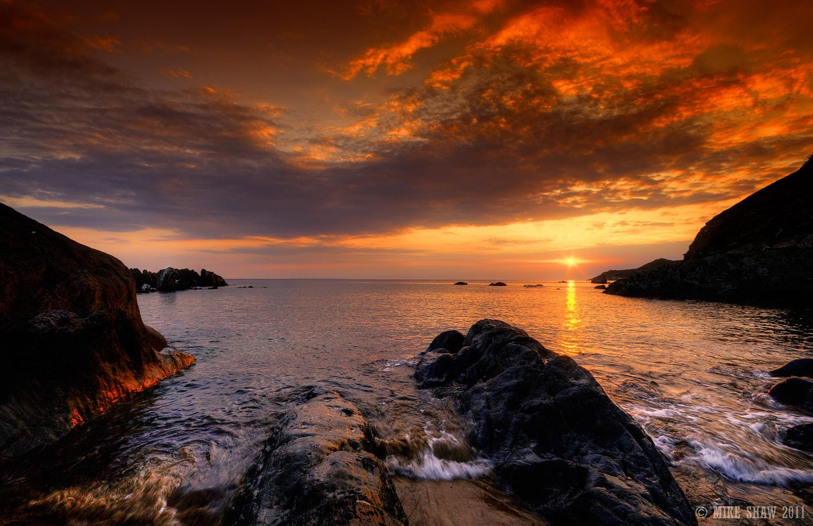 http://1.bp.blogspot.com/-P7kDDK3xzbw/UEX_qQMSD2I/AAAAAAAAELE/qegHcAfpmn0/s1600/Last-Sunset.jpg