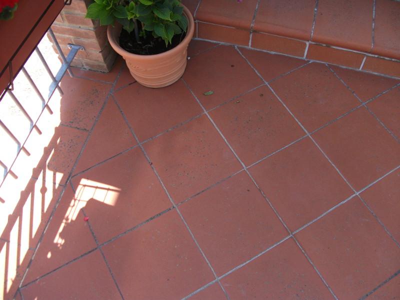 Come impermeabilizzare un vecchio terrazzo | Soluzioni fai da te