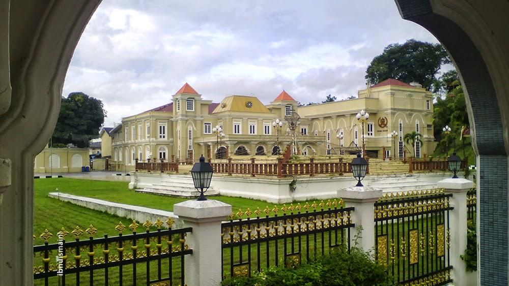 istana maziah, castle, frame in frame
