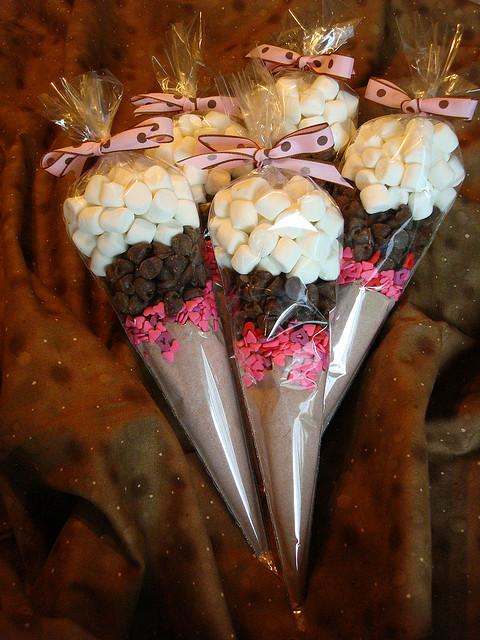 Making me a budget wedding 5 inexpensive edible wedding for Edible christmas gift ideas to make