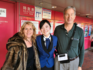 Gena, Mutsuki and Mike at bus station