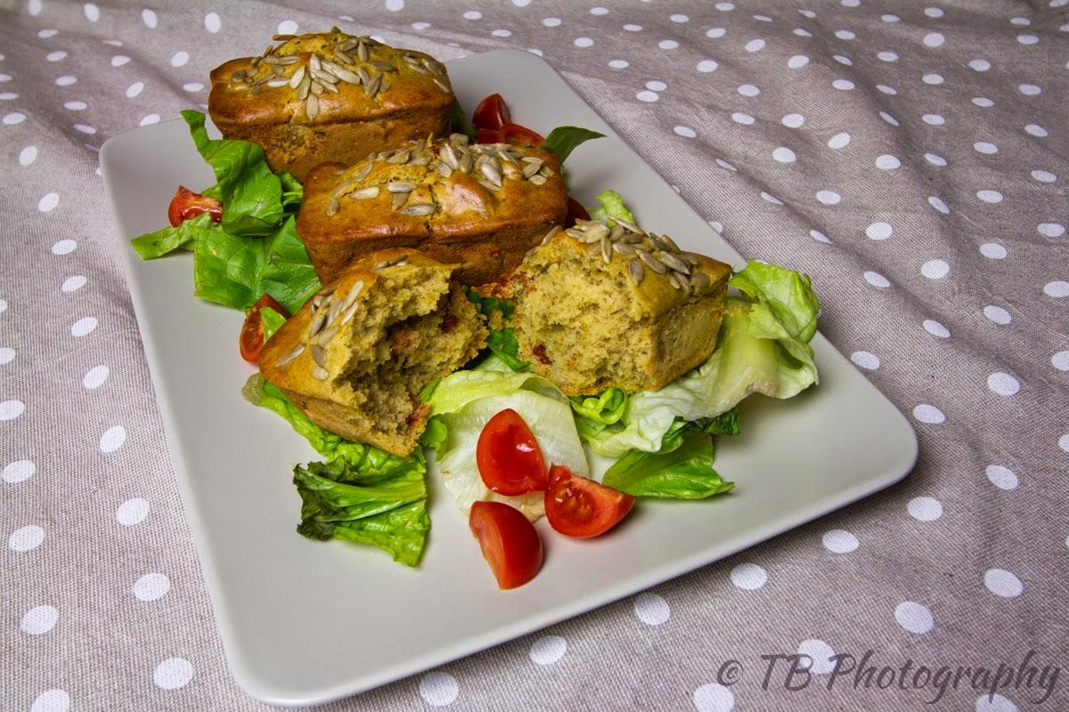 mini-plum cake salati ai ceci con pomodori secchi (senza uova senza lattosio)
