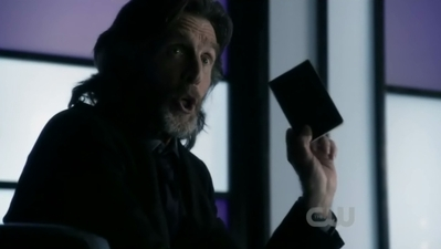 Lionel  Luthor (John Glover) returns