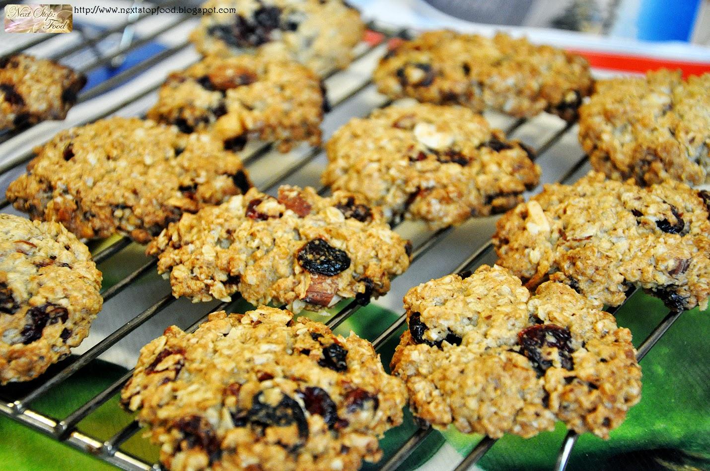 http://nextstopfood.blogspot.com.au/2012/08/home-oatmeal-cranberry-cookies.html