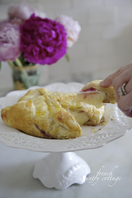 Baked brie in pastry