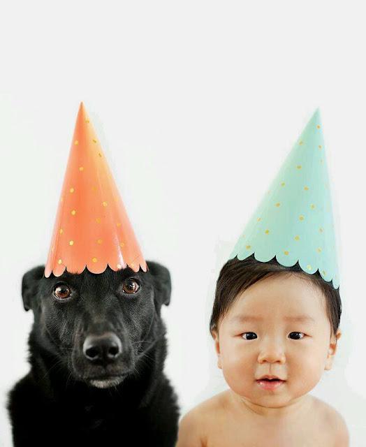 بالصور صداقة من نوع خاص بين الأطفال والكلاب