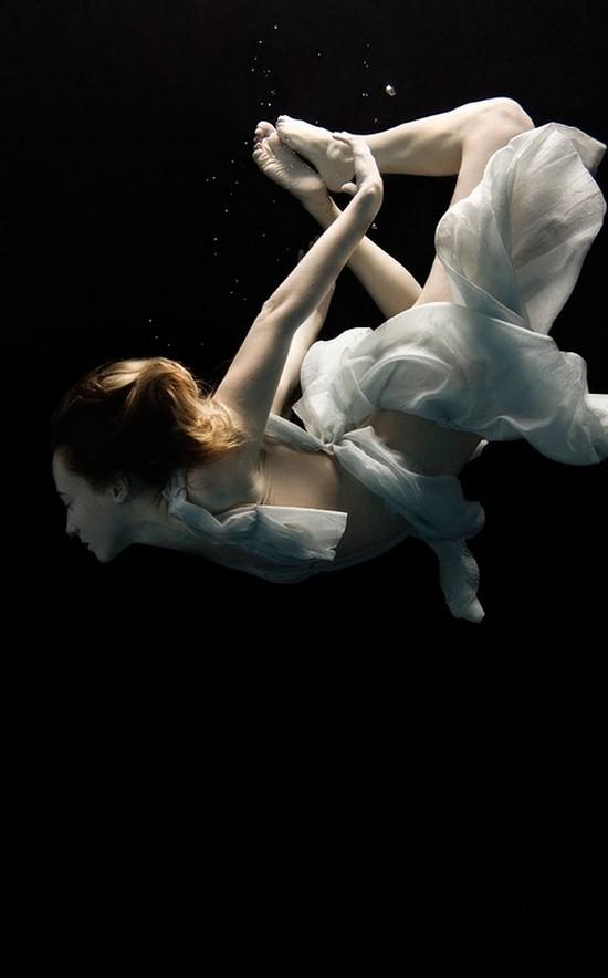 Stunning Underwater Photography of Women by Nadia Moro ...