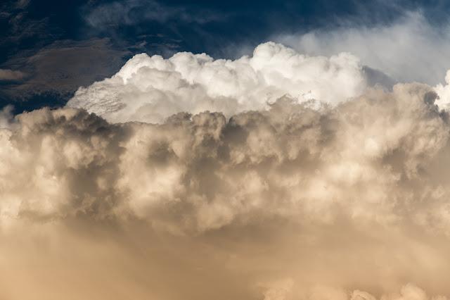 Cumulonimbus calvus cloud