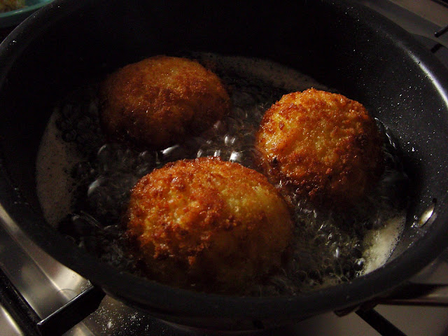 Frying arancini photo story
