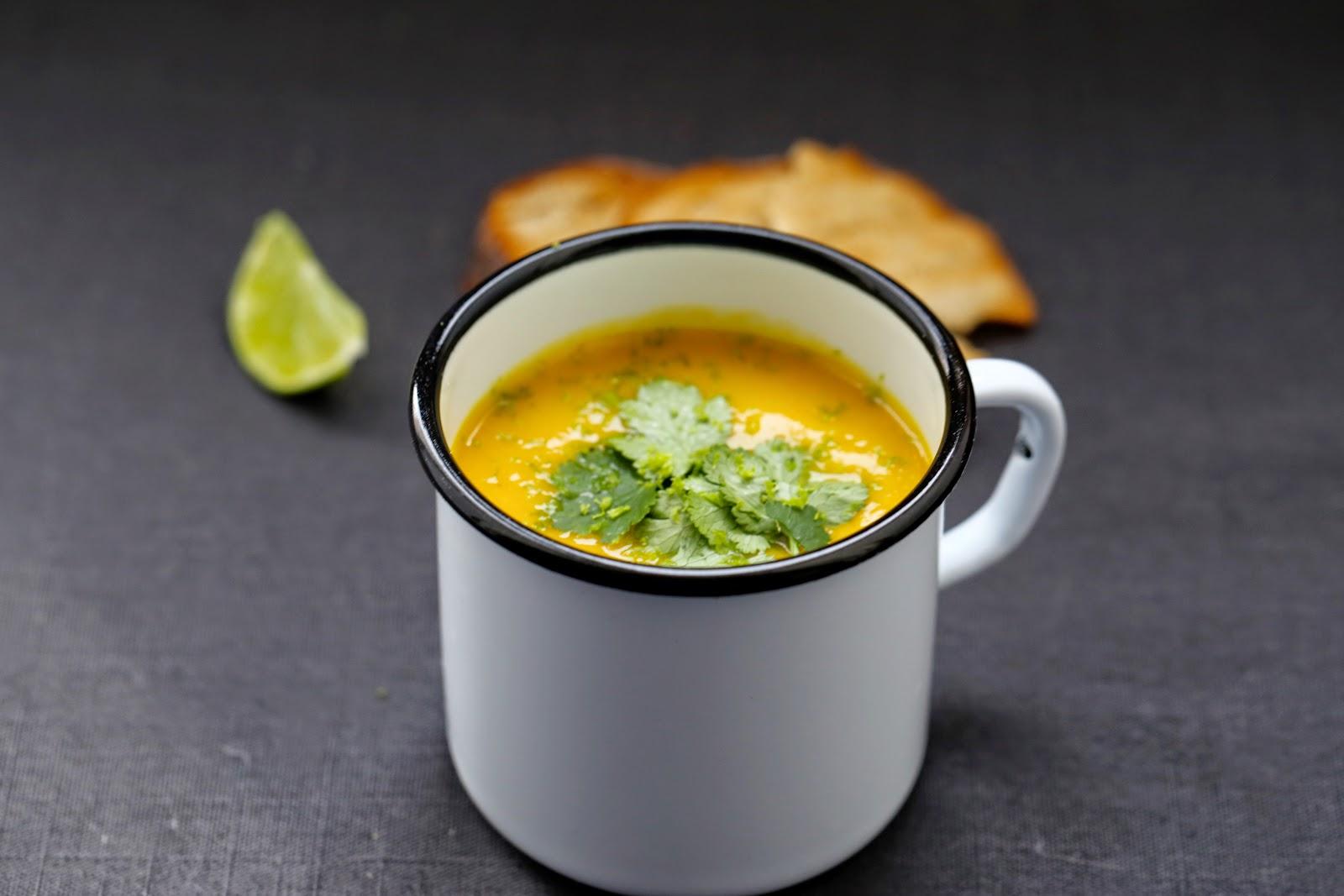 on dine chez nanou soupe aux patates douces carottes. Black Bedroom Furniture Sets. Home Design Ideas