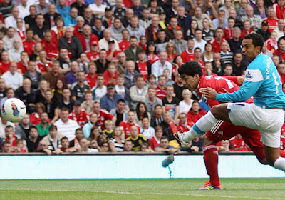 Luis Suarez puts Liverpool in front against Sunderland