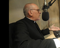 Padre Juan Carlos Ceriani tiene la marca de la bestia.