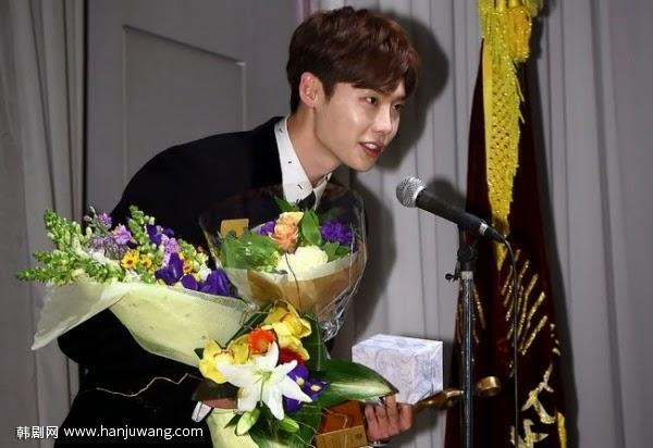 李鐘碩獲畫梅獎最優秀男演員 感謝《Pinocchio》劇組