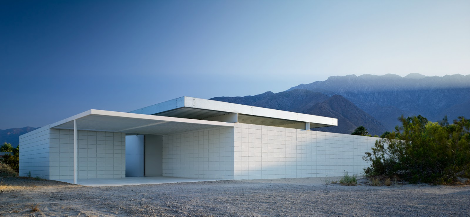 House in the desert modern design by for Minimalist house california