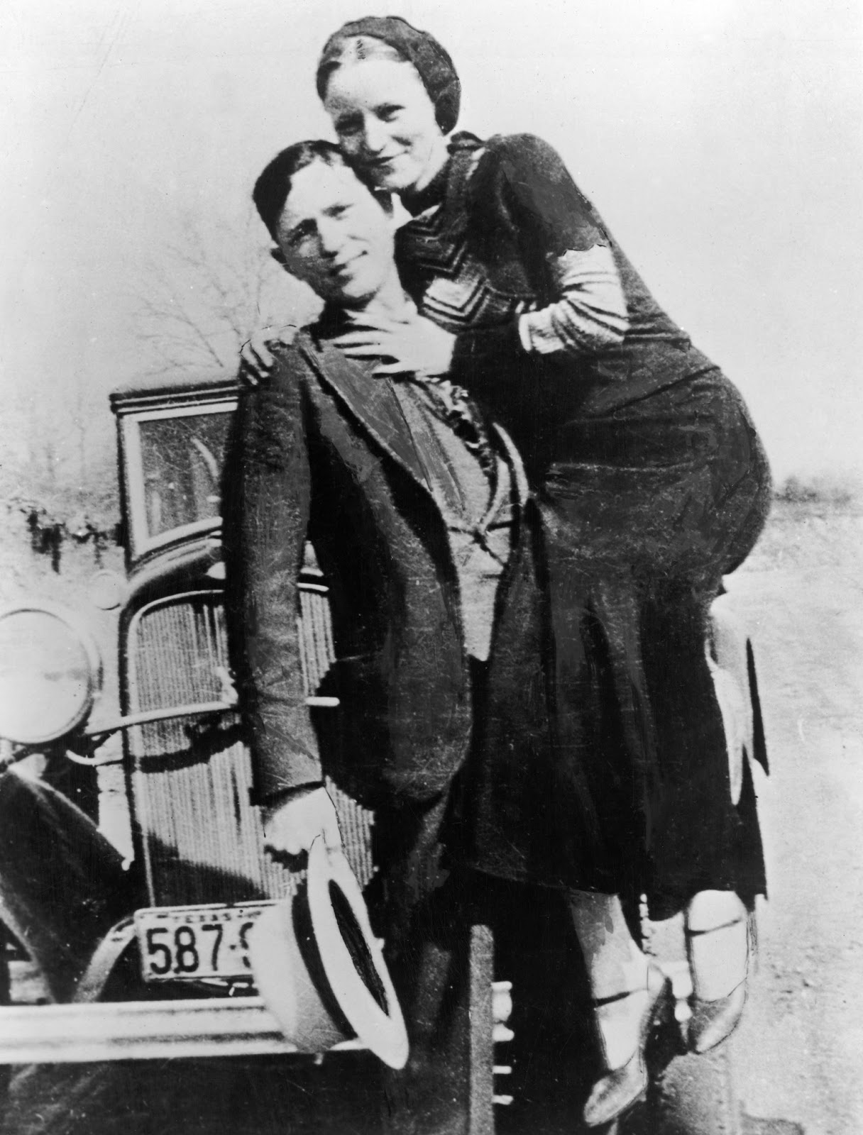 an analysis of the characters bonnie and clyde History and the media has filled our heads with all kinds of stories about bonnie parker and clyde barrow, and only some of those rumors are true.