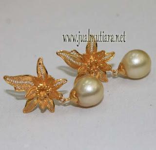 giwang emas Kenai model elegan
