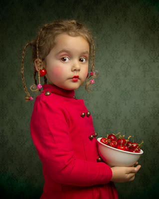 La niña de las cerezas - Cherries by Bill Gekas