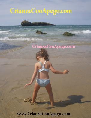 Natación infantil en www.crianzaconapego.com