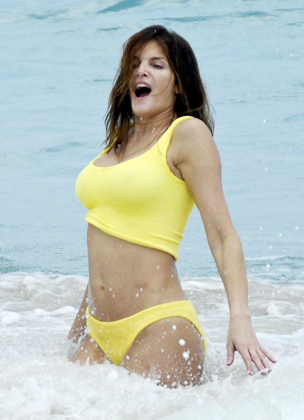 http://1.bp.blogspot.com/-PBn2rfQrB7s/TdvcubqEe_I/AAAAAAAACKo/EwwrpZwAvec/s1600/Stephanie+Seymour+in+Bikini+4.jpg