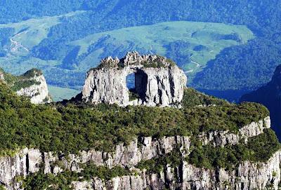 Pedra Furada - Morro da Igreja – Urubicí