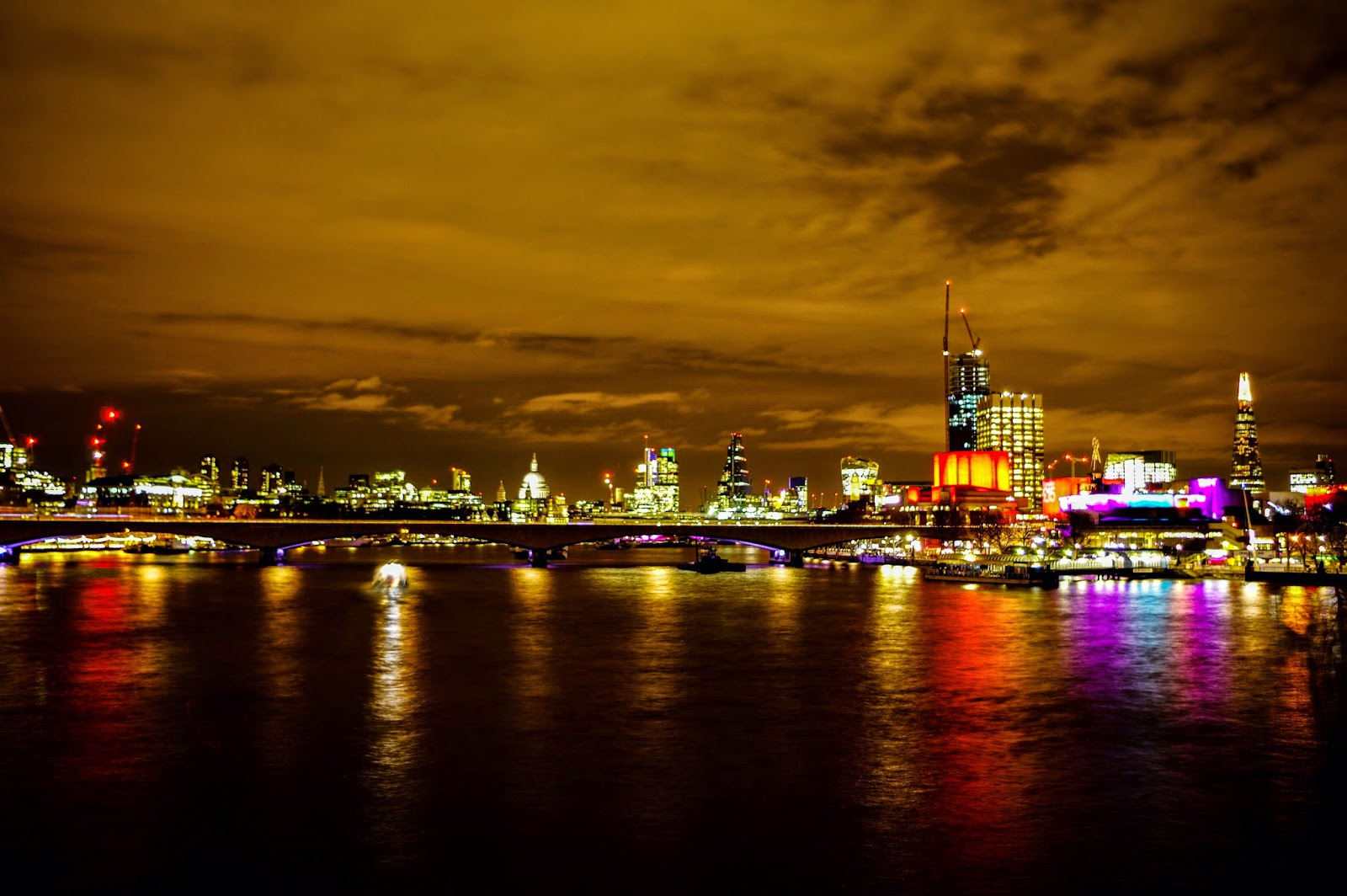 http://jerogiphotography.blogspot.com/2015/03/london-by-night.html