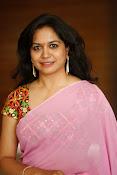 Singer Sunitha dazzling saree photos-thumbnail-11