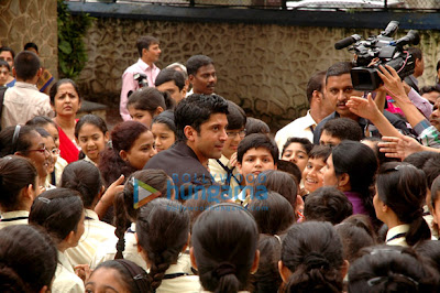 Farhan Akhtar launches Sundaram Book's 'Bhaag Milkha Bhaag' special book