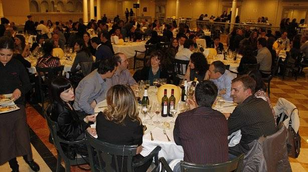 http://1.bp.blogspot.com/-PCVWC1UvVQo/UYYpbDO1_fI/AAAAAAAAKLg/_blzdnJgoIQ/s640/cena-de-reyes-tudela_1.jpg