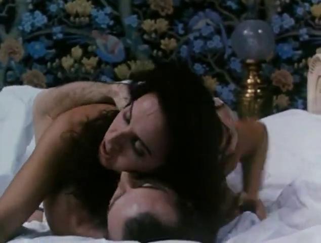 spanish singer goes nude