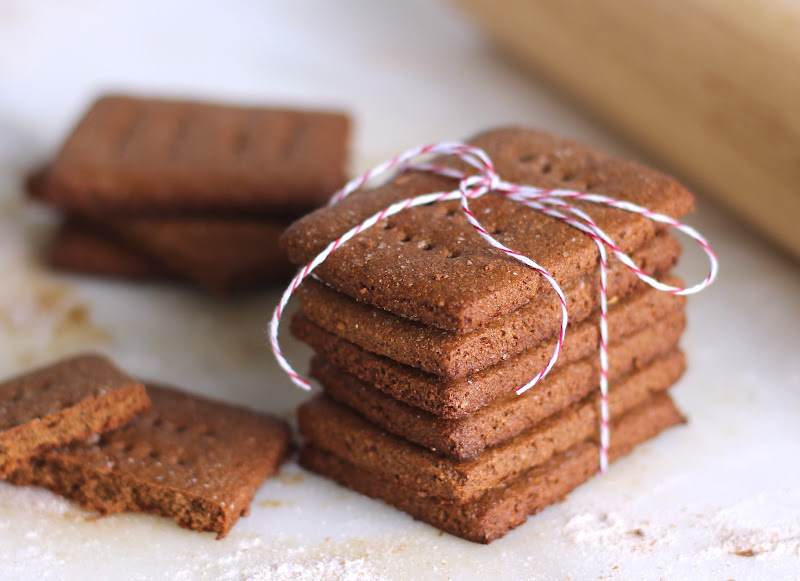 Healthy Homemade Whole Wheat Graham Crackers (low sugar, low fat, vegan)
