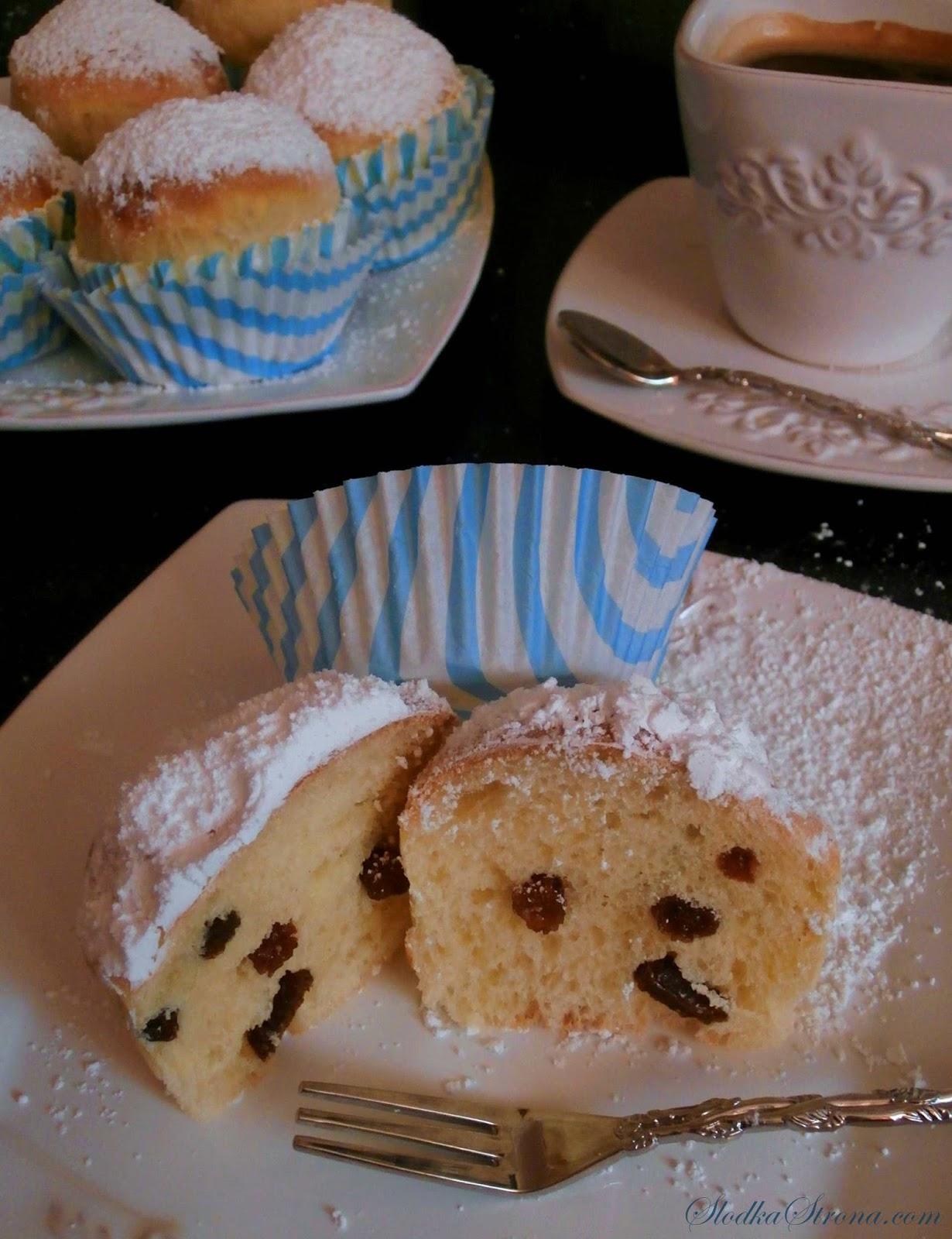 muffinki drozdzowe z rodzynkami