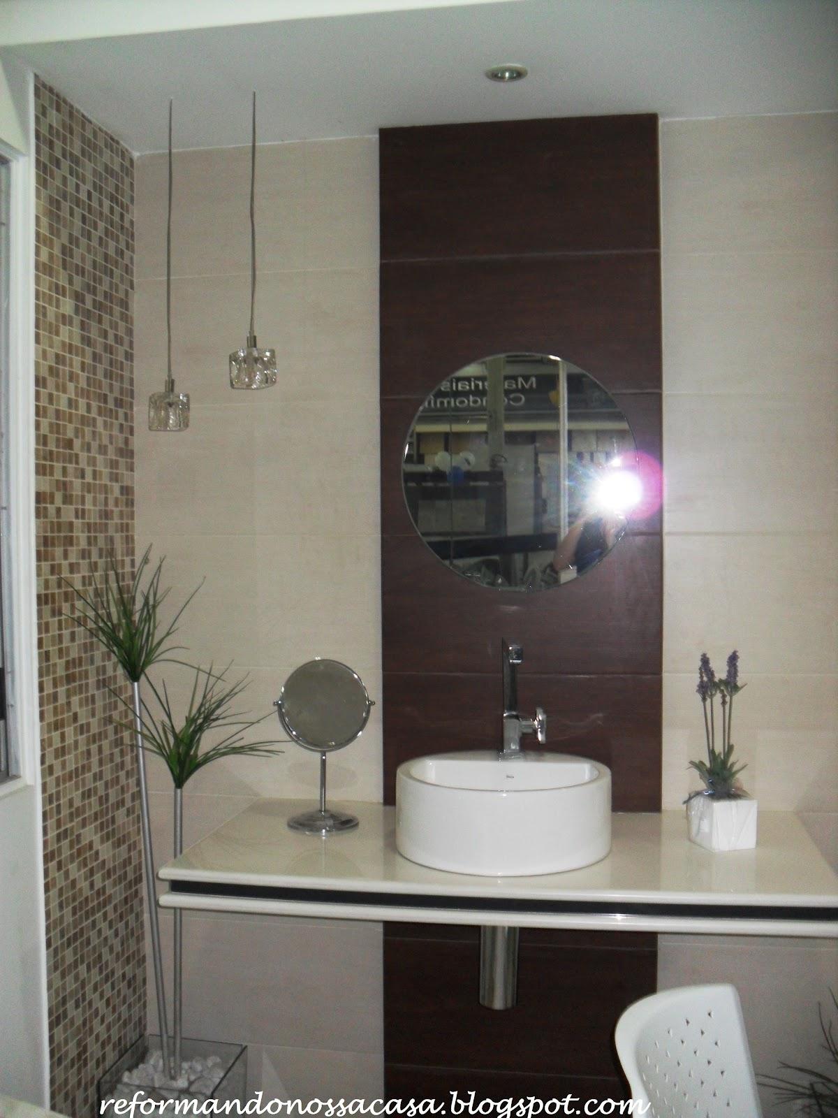 Porcelanato bege nas paredes cuba de sobrepor branca e redonda. #53574B 1200x1600 Banheiro Com Porcelanato Rustico