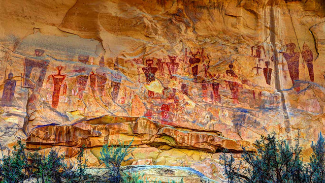 Sego Canyon pictograms, Utah (© Gary Whitton/Alamy)