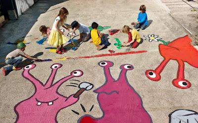 Crianças desenhando livres