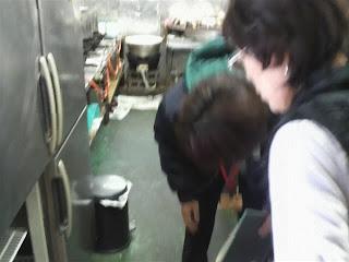 村山保健所、池田さんによる食品衛生検査