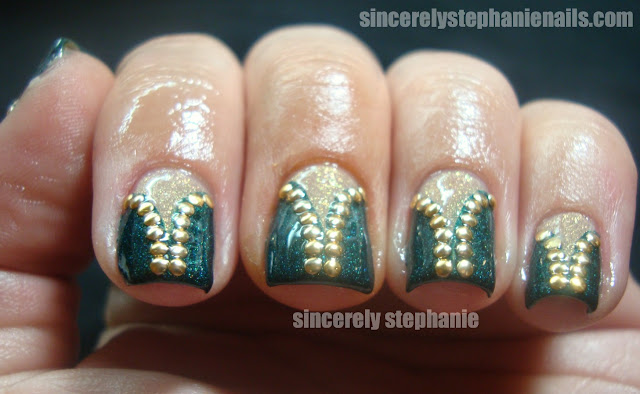 studded-v-gaps-nail-art
