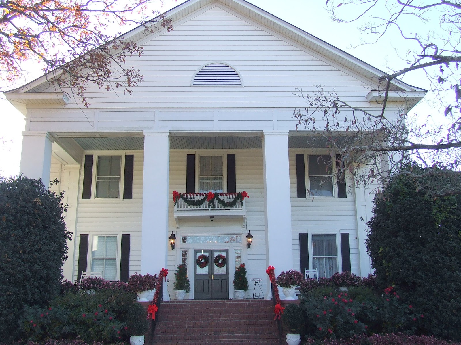 My blue cottage christmas open house tour at hill house - House on the hill 2012 ...