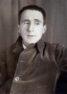 Bertolt Brecht © Bettmann/CORBIS