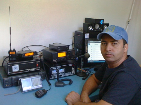 PU2SWG Josemar em sua estação com o IC-718