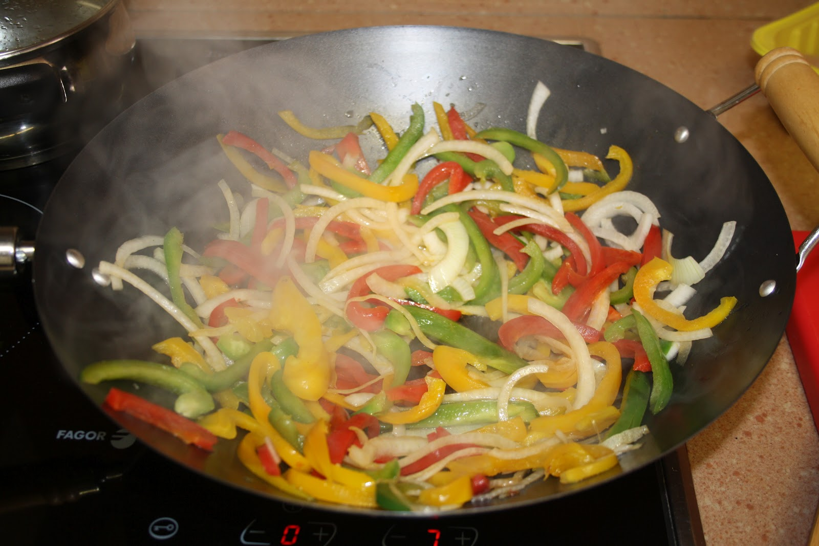 Alocados en la Cocina: RECETA DE WOK DE POLLO EN TRES COLORES O ...