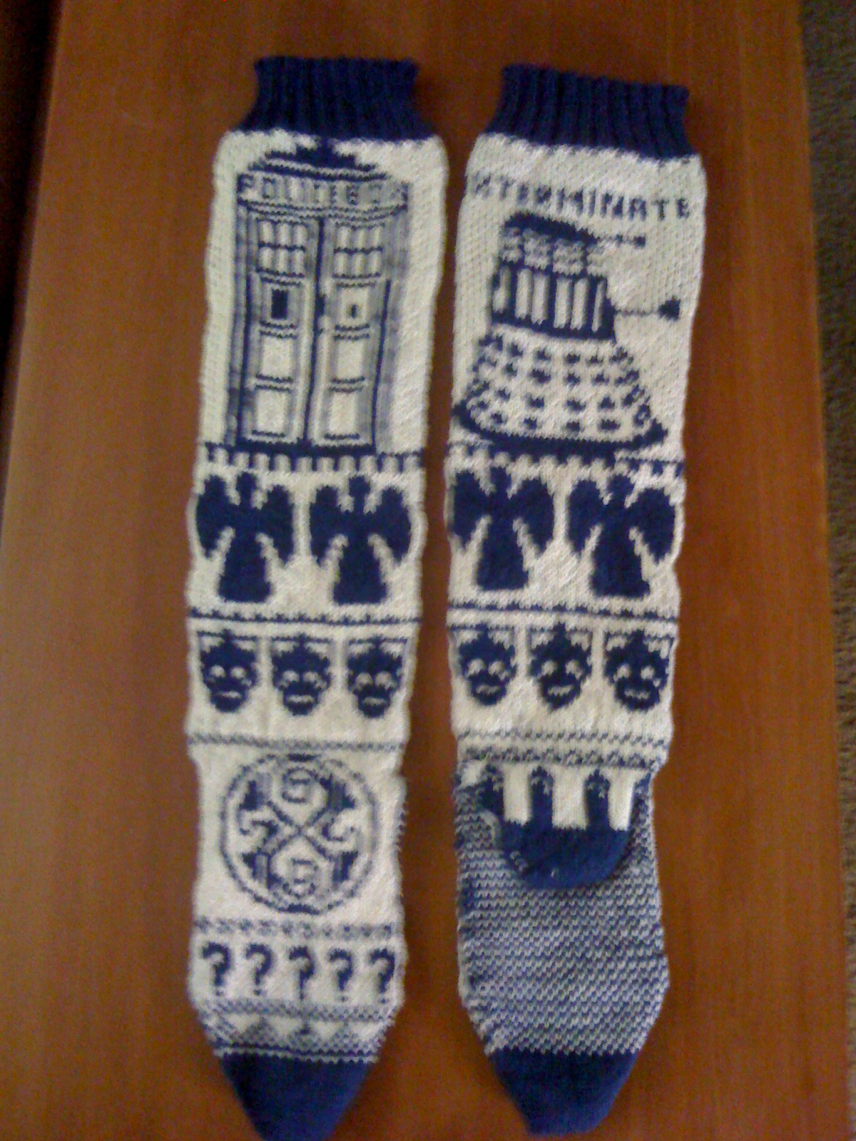 Knitting Pattern For Tardis Socks : Knitting Samurai: Doctor Who Fair Isle socks