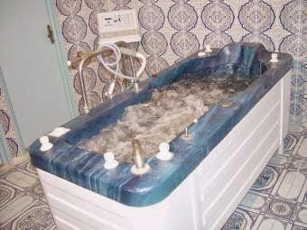 حمامات بوحجر بعين تومشنت