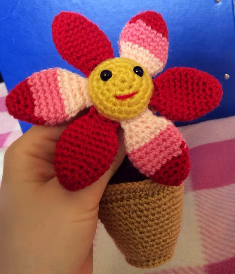 Free Amigurumi Flower Crochet Patterns : Lonemer Creations: Smiling Flower in a Pot