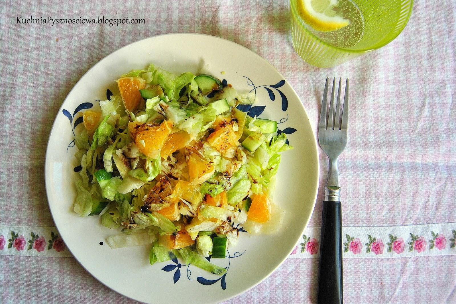 271. Chrupiąca sałatka z pomarańczami i zielonym ogórkiem